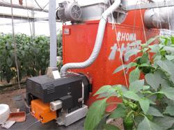 ピーマン栽培ハウスに設置されたペレットボイラー